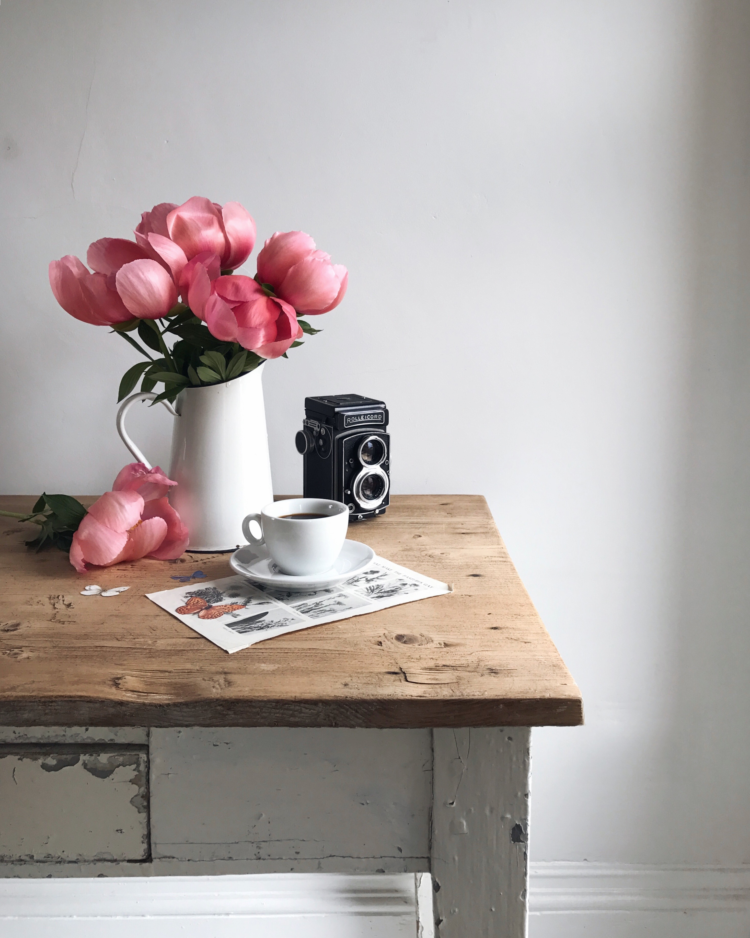 Peonies and coffee - Instagram clichés